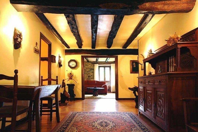 Vista interior de casa rural Jauregia II, Aniz, valle de Baztan :: Agroturismos en Navarra