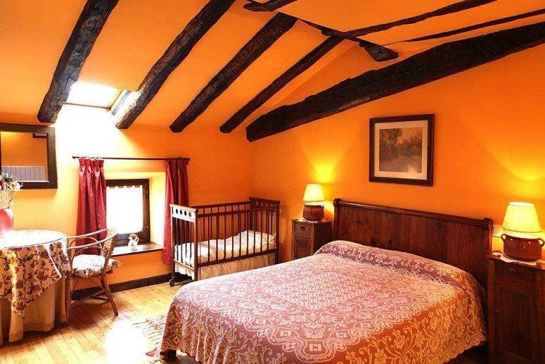 Habitación de casa rural Jauregia, Aniz, valle de Baztan :: Agroturismos en Navarra