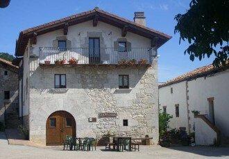 Fachada de casa rural Etxeberri, Goldaratz :: Agroturismo en Navarra