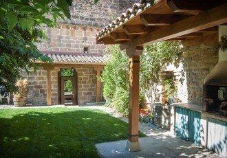 Jardín y barbacoa de casa rural La Sacristana, Lácar, Tierra Estella :: Agroturismo en Navarra