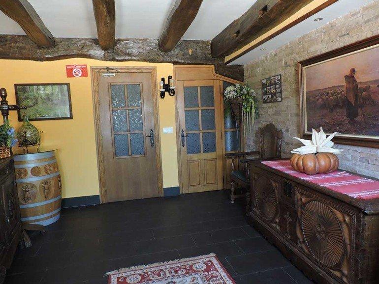 Entrada de casa rural Etxeberri, Goldaratz :: Agroturismo en Navarra