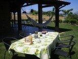 Jardines para juegos y relax en casa rural Haritzalotz, Zurucuáin, Tierra Estella :: Agroturismo en Navarra