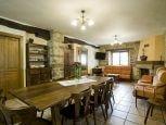 Casa rural Loretxea, salón con chimenea :: Agroturismo en Navarra
