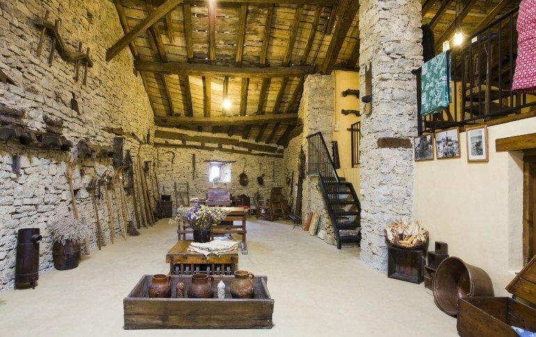 Casa rural Loretxea, Izkue, en las cercanías de Pamplona. Agromuseo :: Agroturismo en Navarra