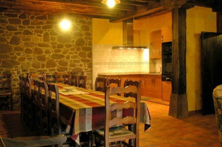 Comedor de casa rural Ballenea, Erratzu, valle de Baztan :: Agroturismo en Navarra
