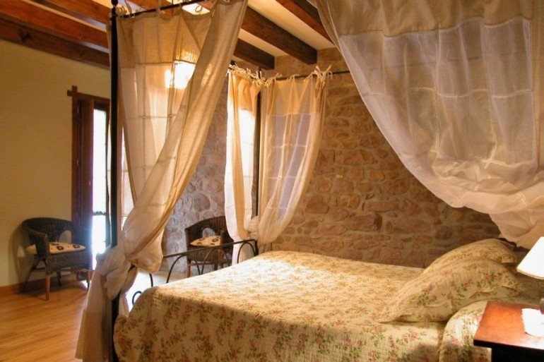 Habitación de casa rural Ballenea, Erratzu, valle de Baztan :: Agroturismo en Navarra