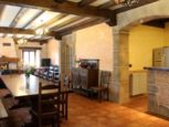 Salón-comedor con chimenea en Casa Rural Matxiñena :: Abelore, Casas Rurales de Agroturismo en Navarra