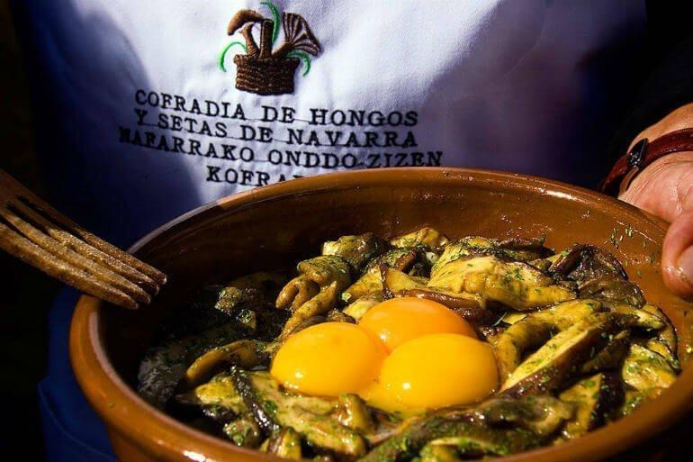 Apetitoso plato preparado por la Cofradía de Hongos y Setas de Navarra :: Abelore, Casas Rurales de Agroturismo de Navarra