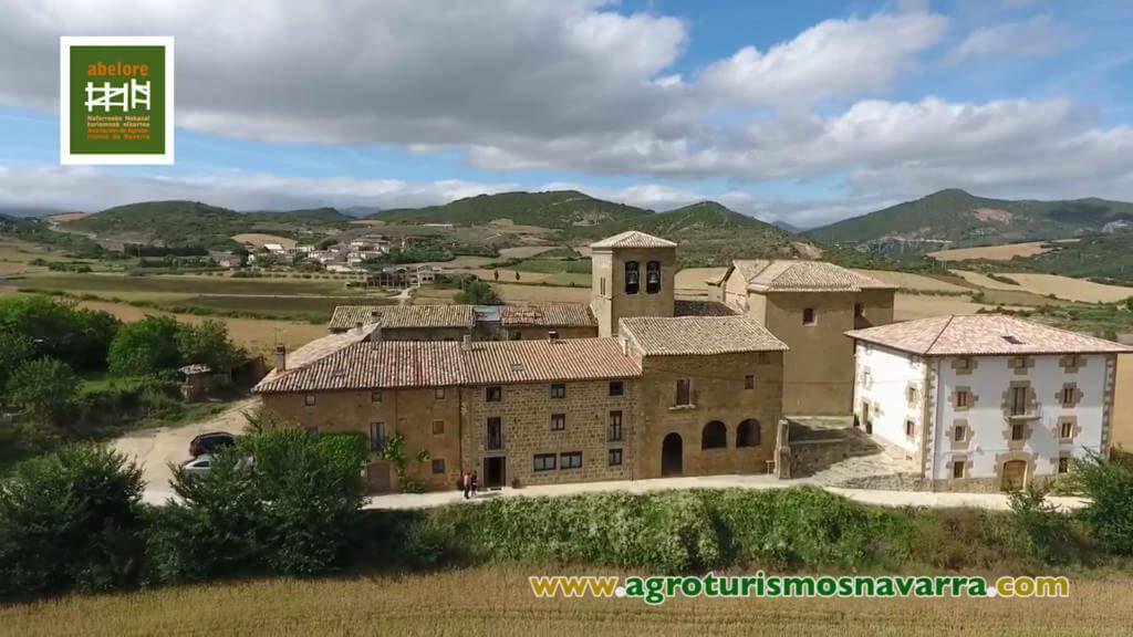 Vídeo aéreo con dron de las casas rurales de agroturismo de Abelore, Agroturismos de Navarra