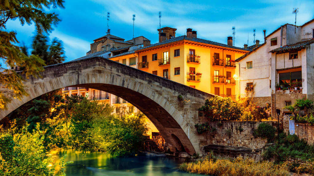 Puente Picudo o Puente de la Cárcel, una de las señas de identidad de Estella :: Abelore, casas rurales de agroturismo en Navarra