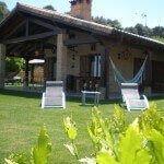 Jardines y porche en casa rural Haritzalotz, Zurucuáin, Tierra Estella :: Agroturismo en Navarra