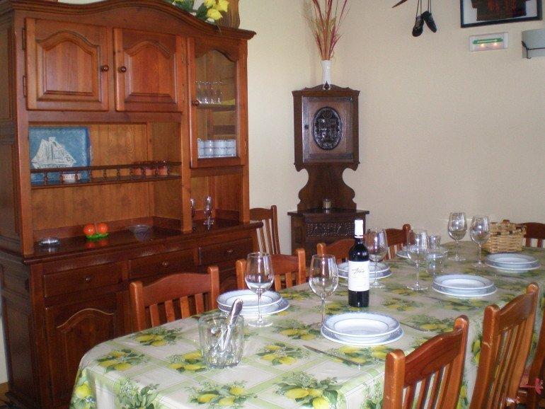 Comedor en casa rural Haritzalotz, Zurucuáin, Tierra Estella :: Agroturismo en Navarra