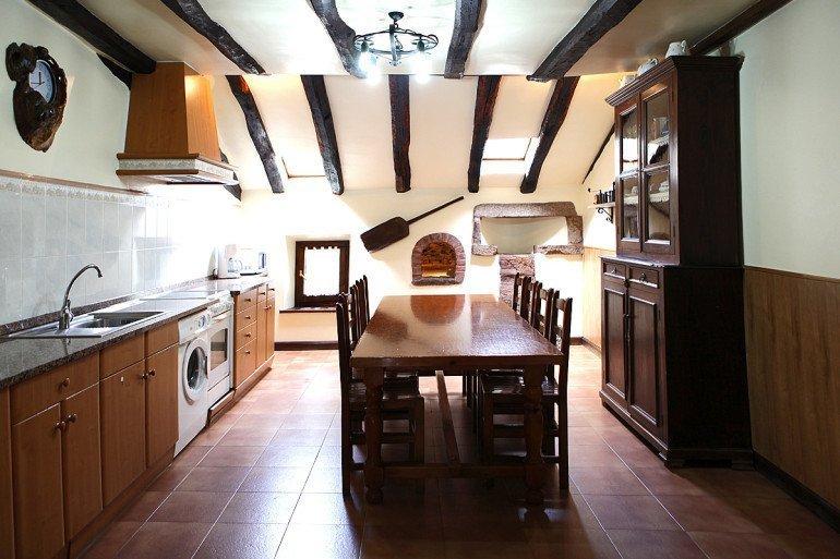 Casa rural Jauregia, Aniz, Valle de Baztán, cocina :: Agroturismo en Navarra