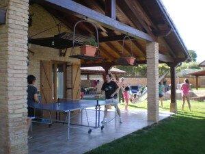 Jardín y zona de juegos en casa rural Haritzalotz, Zurucuáin, Tierra Estella :: Agroturismo en Navarra