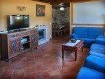 Salón con chimenea en casa rural La Sacristana, Lácar, Tierra Estella :: Agroturismo en Navarra