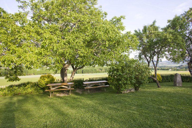 Casa rural Loretxea, zona verde - jardín :: Agroturismo en Navarra