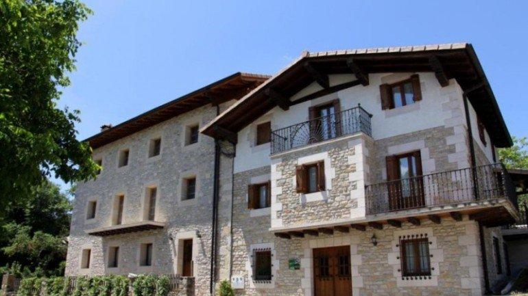 Vista exterior de casa rural Antxitorena :: Agroturismos en Navarra