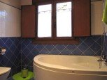 Cuarto de baño en casa rural Enarakabi, Urrizelqui :: Agroturismos en Navarra