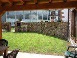 Porche y jardín con barbacoa de casa rural Kastonea, Erratzu, Valle de Baztan :: Agroturismo en Navarra