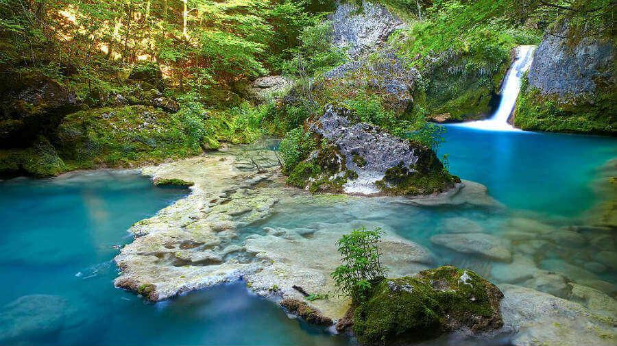 Nacedero del río Urederra, en el Parque Natural de Urbasa y Andía